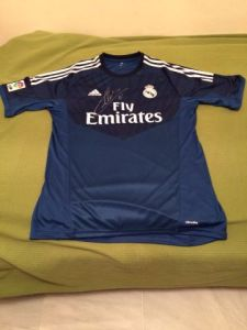 camisela solidaria real madrid casillas 1